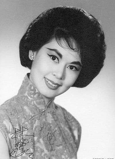 (图三)60年代穿着厂字方襟长衫的香港影星林黛。