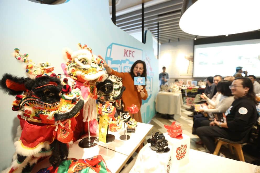 国家级非遗传承人黎伟嫡传弟子欧琦辉在广州光明广场肯德基分享狮头文化