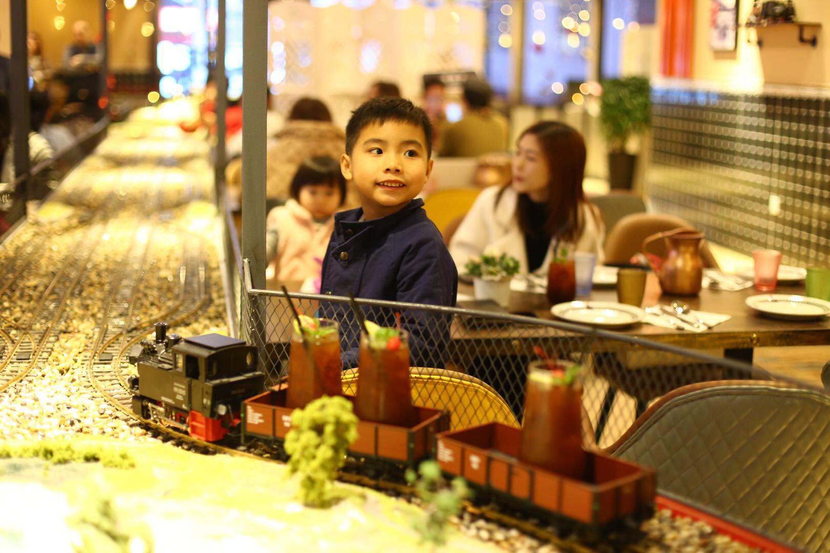 餐厅的铁路系统准时准点堪比中国高铁