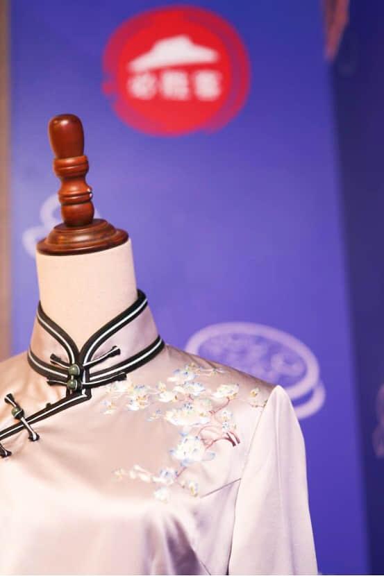具有岭南特色的广绣旗袍
