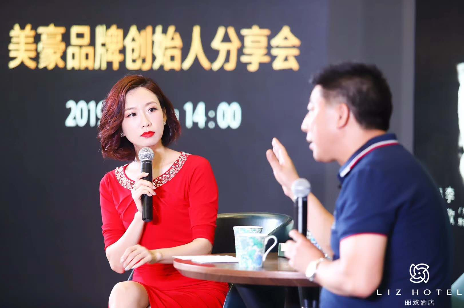 美豪品牌创始人龚兆庆先生接受三语主播李欣面对面访谈