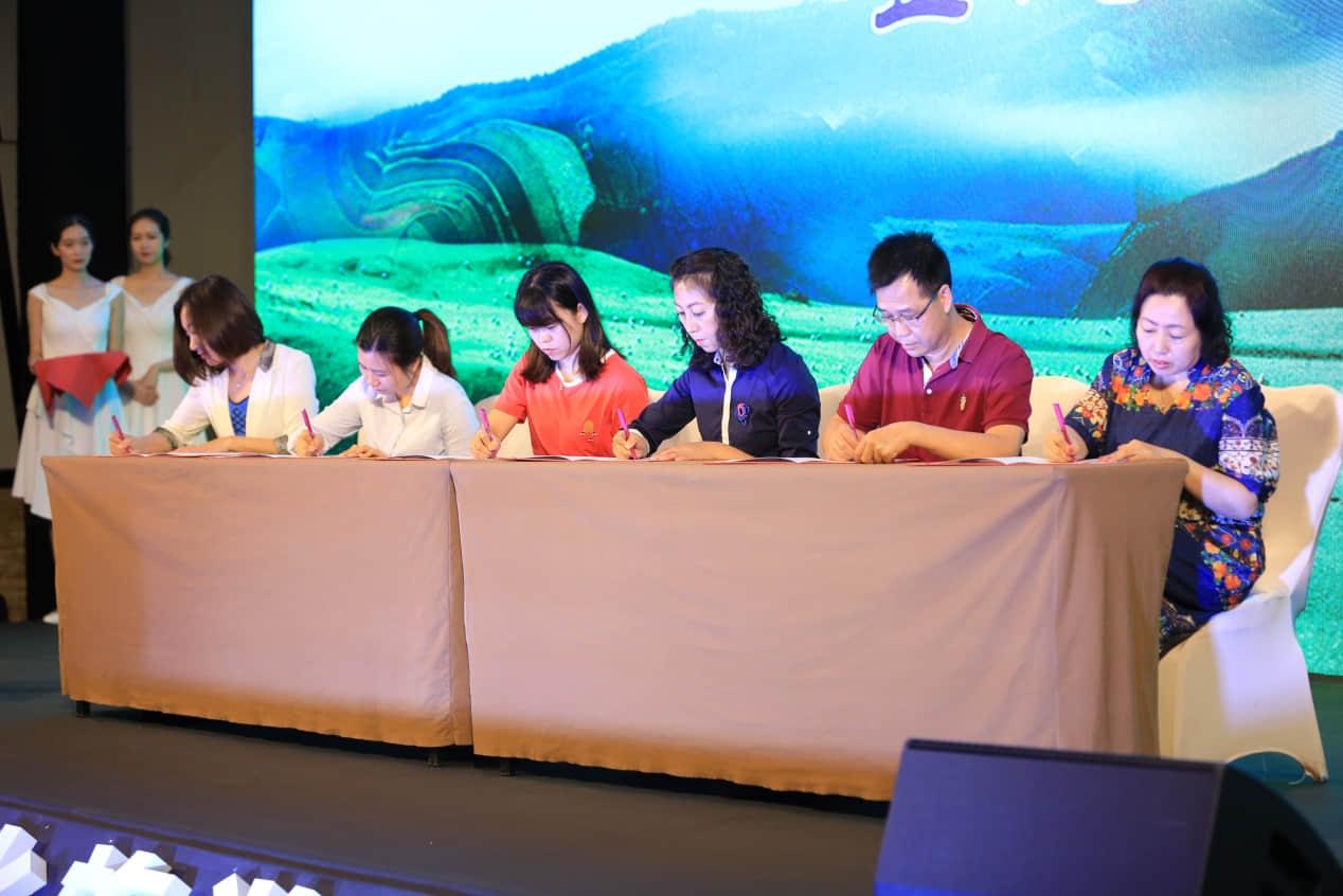 呼和浩特旅行社与广州市旅行社签约仪式