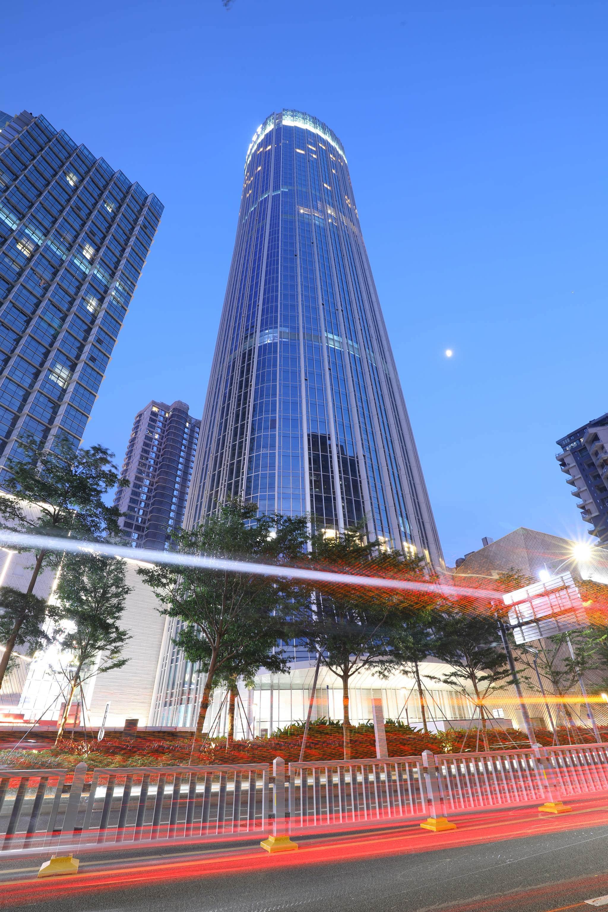 酒店位于深圳盐田区商业核心位置