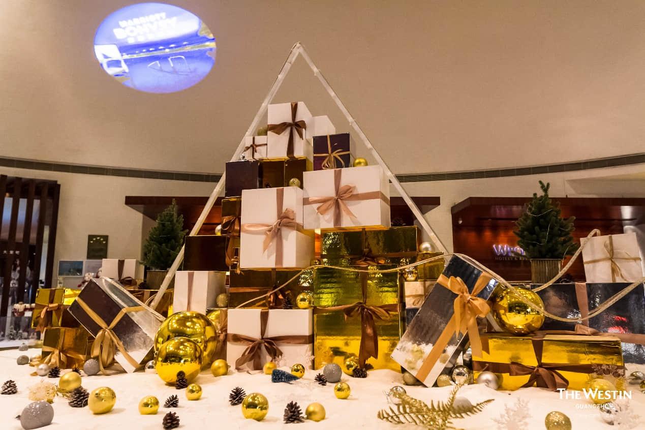 以白金为主题的圣诞装饰